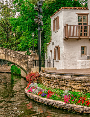 River Walk hotel near the Alamo and Arneson Theatre