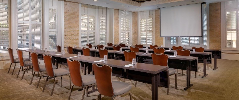 Classroom set up with projector at Hotel Valencia Riverwalk
