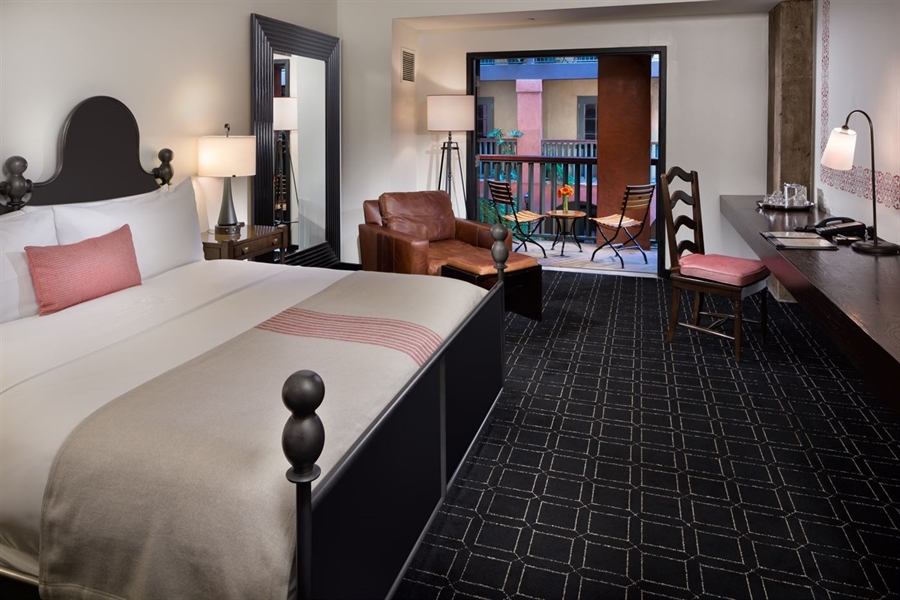 Boutique Luxury Guest Rooms In Downtown San Antonio