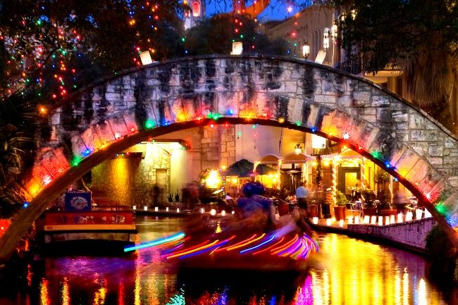 Ford Holiday River Parade and River Lighting Ceremony